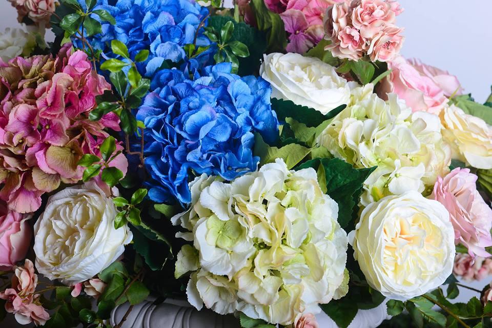 Какво е важно да знаем за подръжката на изкуствените цветя?