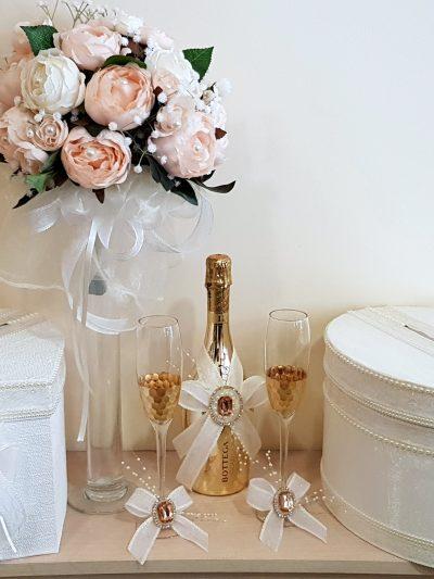 Чаши и Шампанско